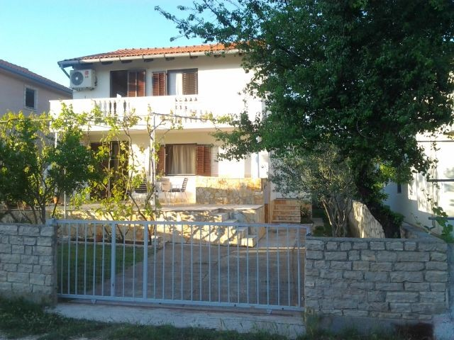 Holiday accommodation for 4 - 6 people in Pridraga near Zadar close to the sea, pets welcome