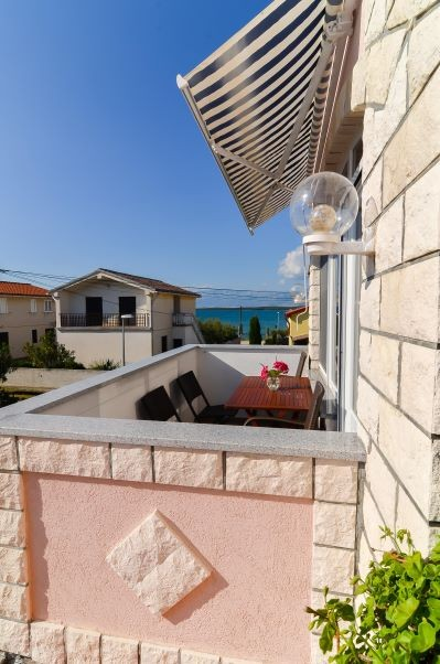 Vacation apartment with sea view for 4-5 people in Nin near the sandy beach Zdrijac