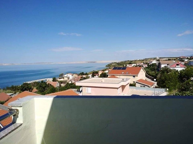 Studio apartment for 4 people (2+2) next to the beach, with terrace and sea view, Rtina Miocici