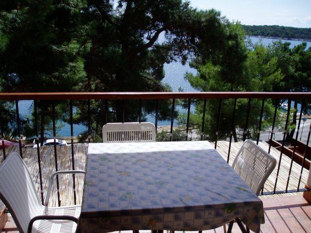 Wonderful queit holiday villa in Mail Losinj directly by the sea ideal for families, groups and couples