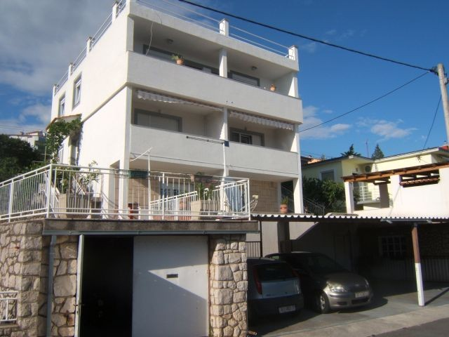 Holiday house for 15 people consisting of 4 apartments in Crikvenica located on the Bay of Kvarner 200 m from the sea