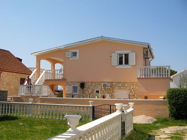 Pet friendly holiday house in Zukve near Nin in Dalmatia for 4 - 5 people 150 m from the sea