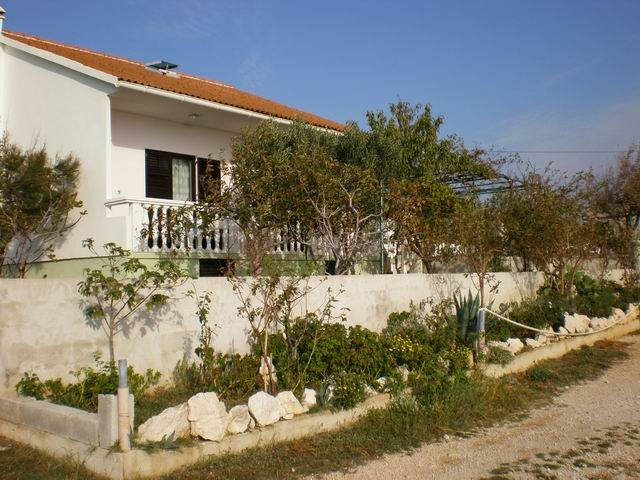 Holiday house with large terrace for 4 - 6 people in Rtina Miletici near Pag island 400 m from the beach