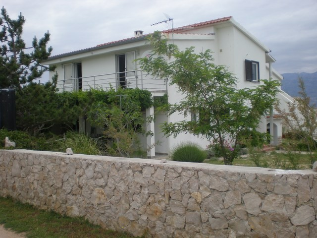 Quiet holiday house for 4 - 6 people in Razanac near Zadar 500 m from the sea