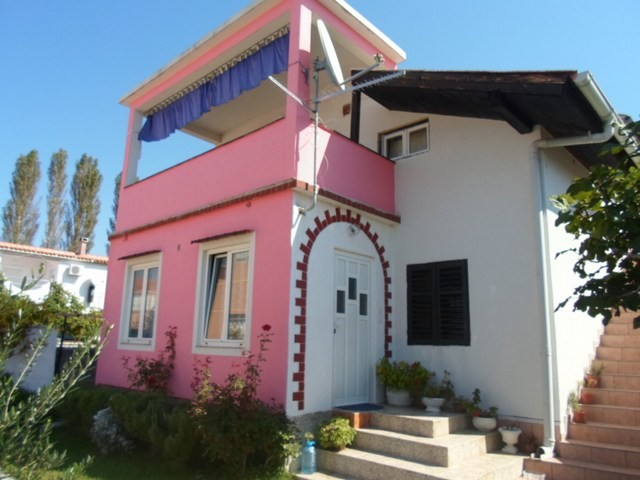 Pet friendly holiday house for 5 people in Zukve near Nin 150 m from the beach