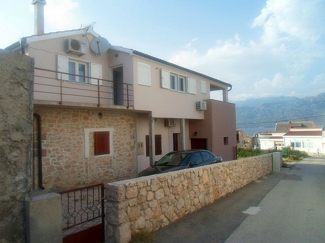 Holiday accommodation with WiFi & air conditioning for 13 people in Razanac near Zadar in Dalmatia