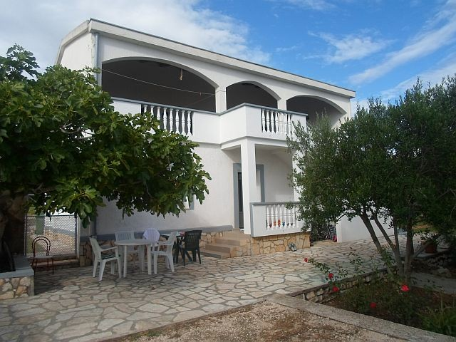 Holiday house in Rtina Miocici near Pag island 500 m from the sea, pets welcome
