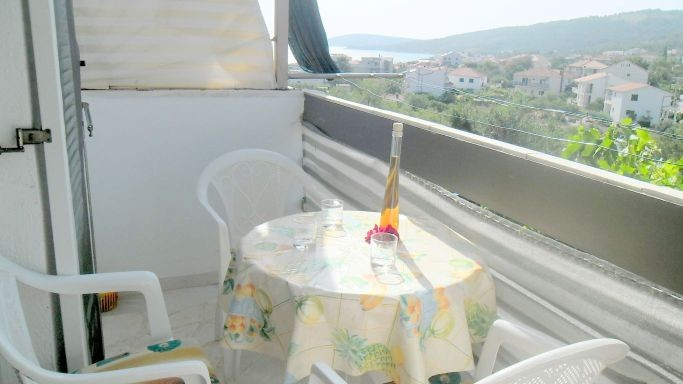 Studio apartment for 3 people with air conditioning & WiFi in Slatine on the Čiovo island near Trogir near to the sea